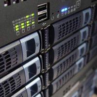 Panel de control gratuito VS de pago para tu servidor web. Nuestra comparativa.